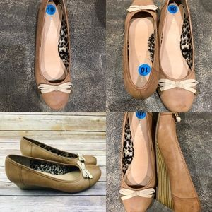 MADDEN GIRL Tan Round Toe Wedges with Bow size 10